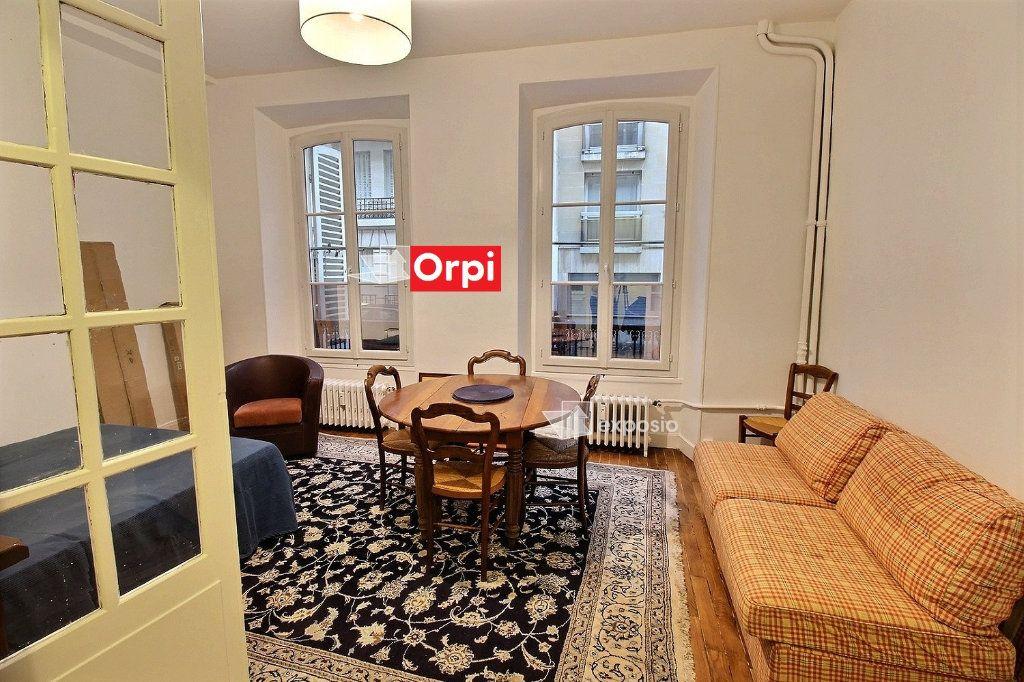 Appartement à louer 1 28m2 à Paris 17 vignette-1