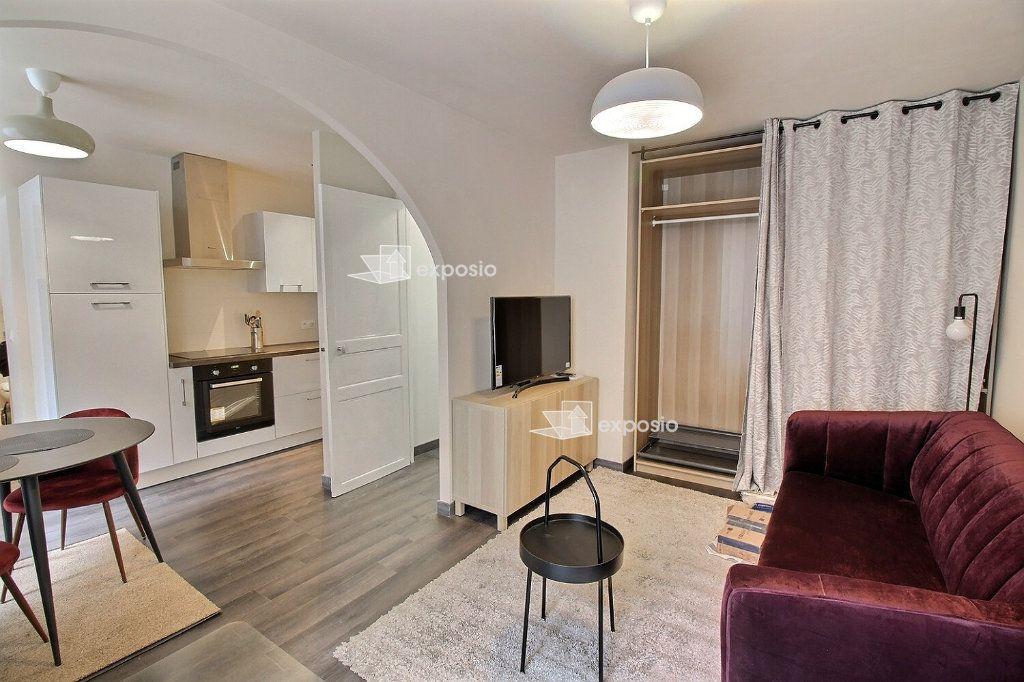 Appartement à louer 2 49m2 à Paris 18 vignette-1