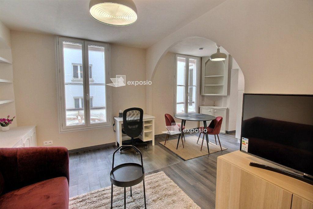 Appartement à louer 2 49m2 à Paris 18 vignette-2