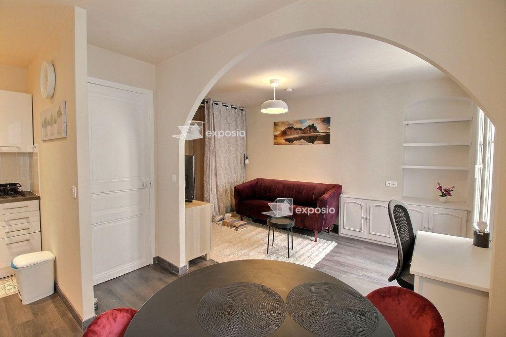 Appartement à louer 2 49m2 à Paris 18 vignette-3