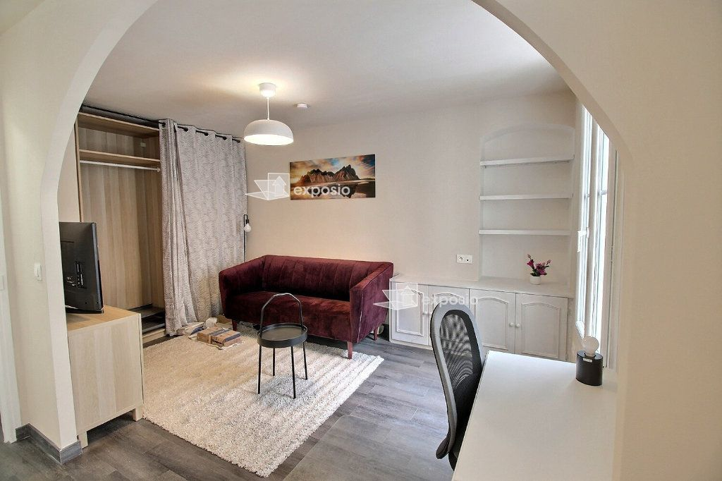 Appartement à louer 2 49m2 à Paris 18 vignette-4