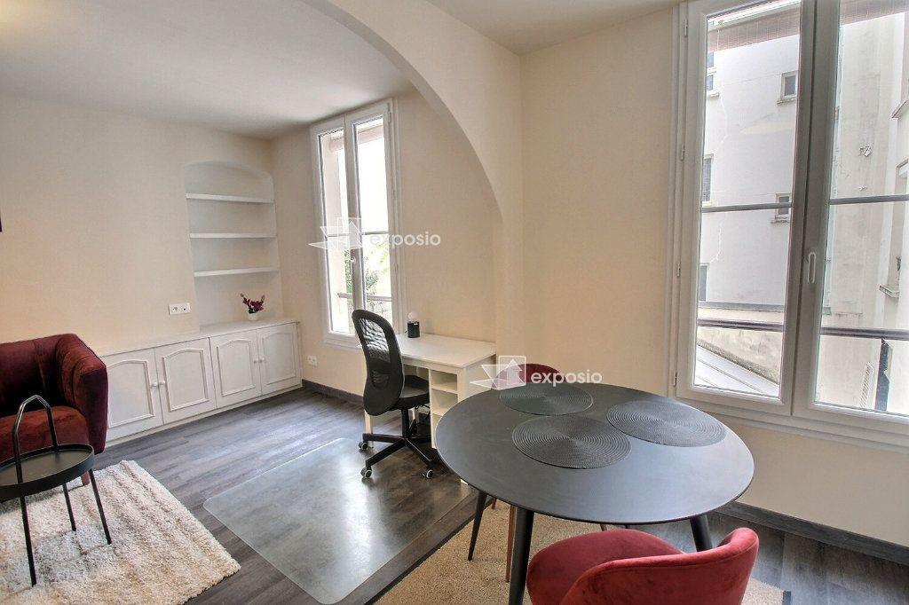 Appartement à louer 2 49m2 à Paris 18 vignette-5