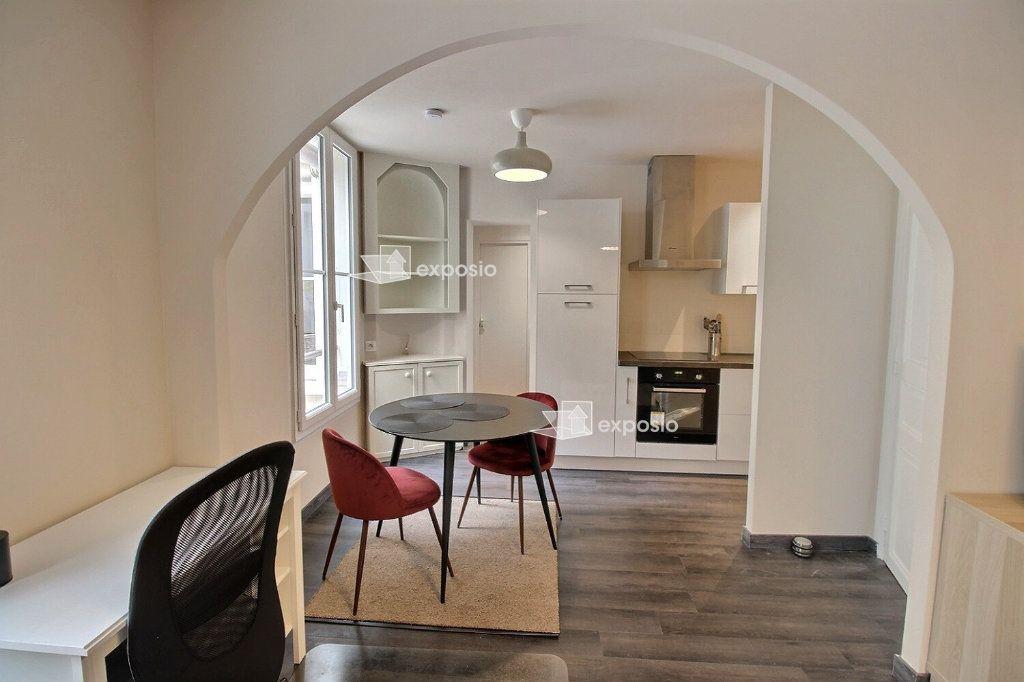 Appartement à louer 2 49m2 à Paris 18 vignette-6