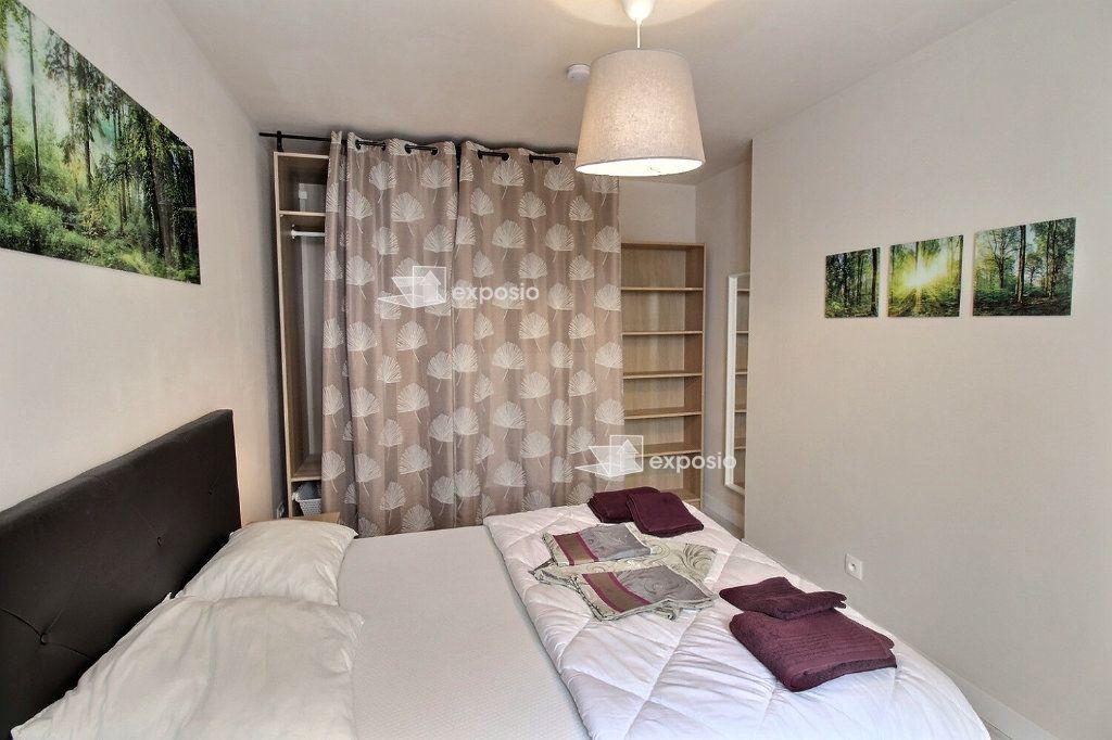 Appartement à louer 2 49m2 à Paris 18 vignette-9