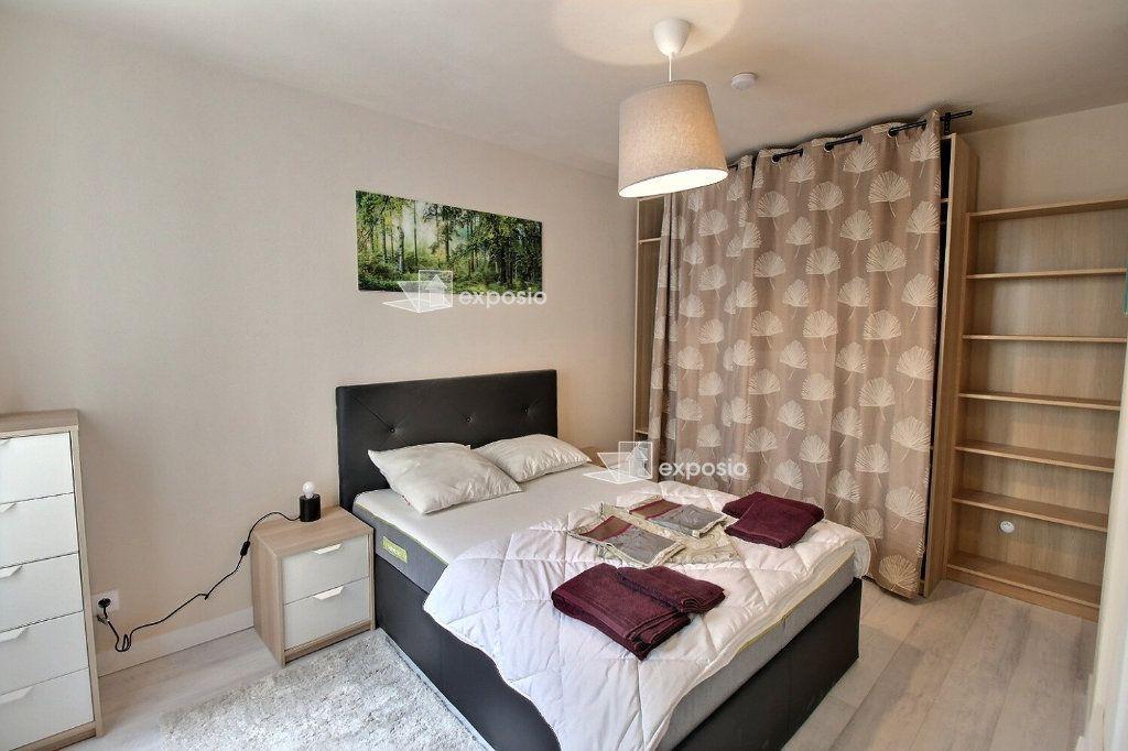 Appartement à louer 2 49m2 à Paris 18 vignette-10