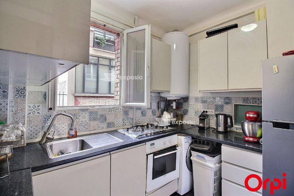 Appartement à vendre 3 68m2 à Paris 18 vignette-1