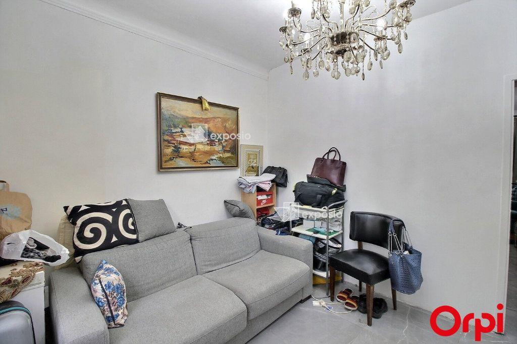 Appartement à vendre 3 68m2 à Paris 18 vignette-2