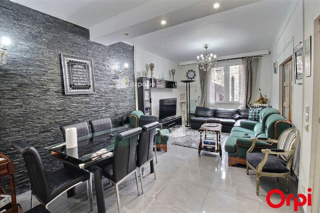 Appartement à vendre 3 68m2 à Paris 18 vignette-3