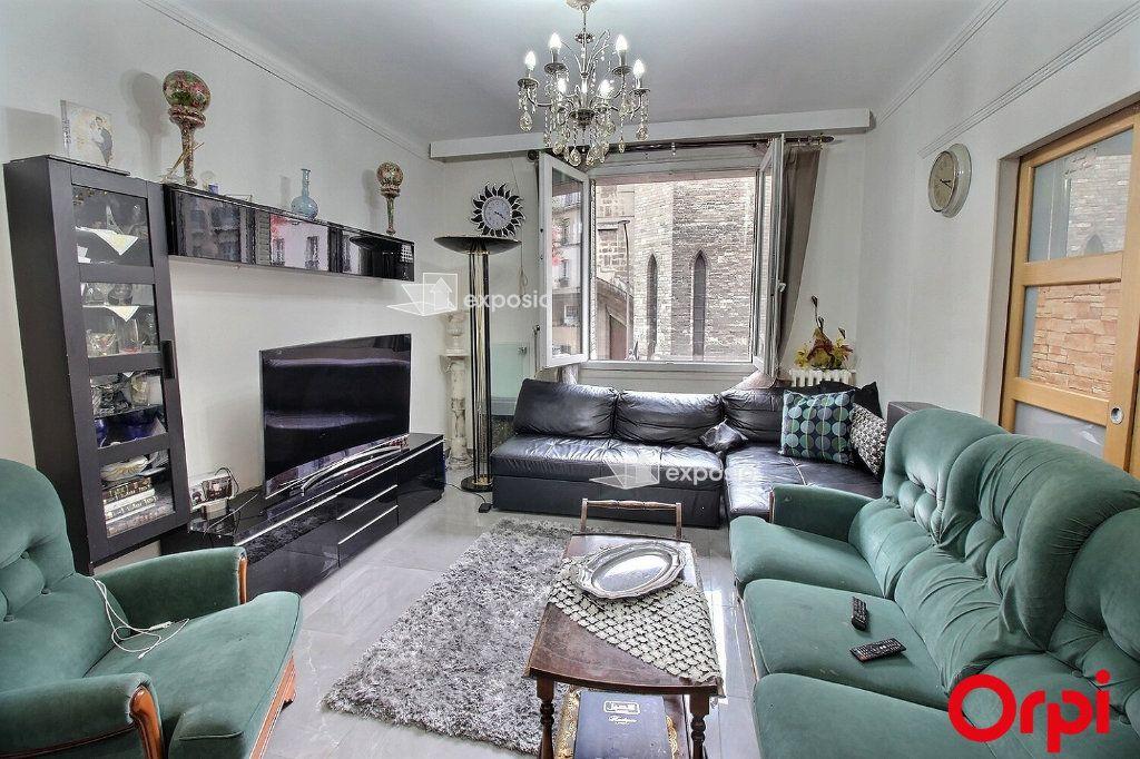 Appartement à vendre 3 68m2 à Paris 18 vignette-4