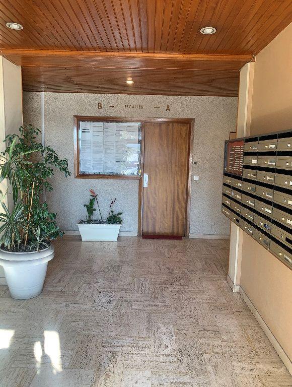 Appartement à vendre 2 41m2 à Livry-Gargan vignette-2