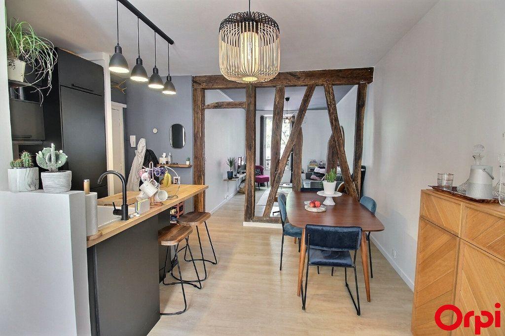Appartement à vendre 3 47m2 à Paris 18 vignette-1