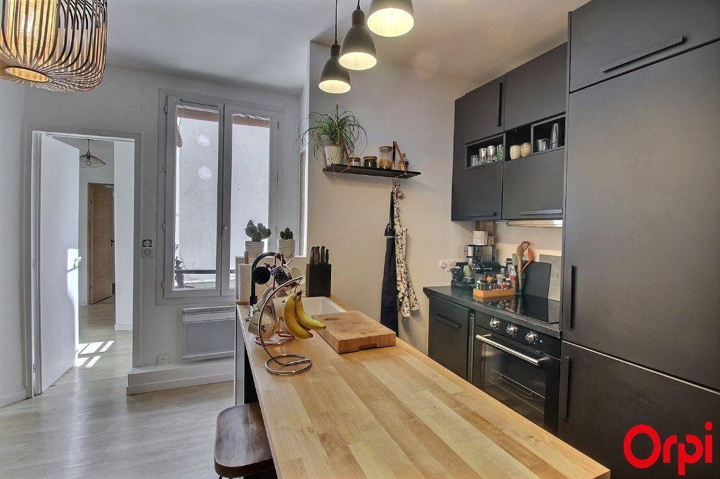 Appartement à vendre 3 47m2 à Paris 18 vignette-6