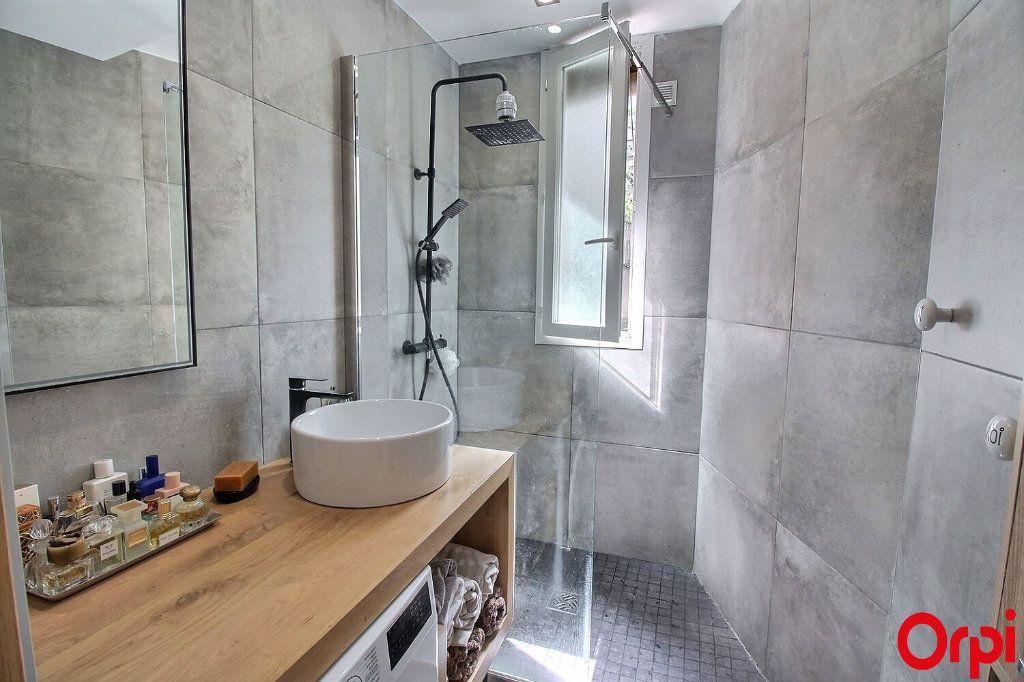 Appartement à vendre 3 47m2 à Paris 18 vignette-7