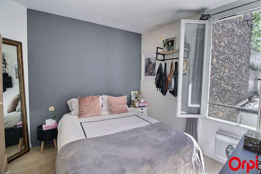 Appartement à vendre 3 47m2 à Paris 18 vignette-8