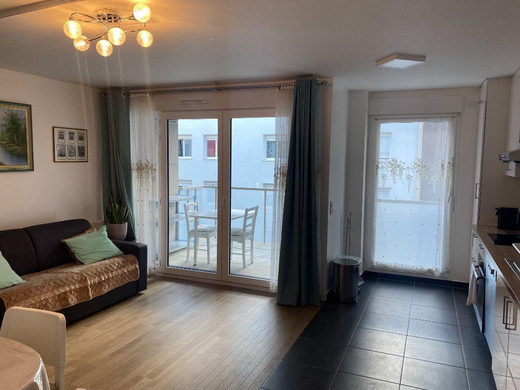 Appartement à louer 3 60m2 à Paris 18 vignette-1