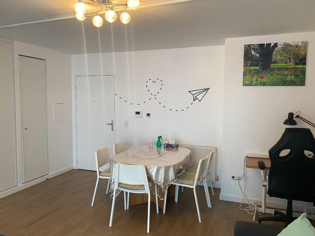 Appartement à louer 3 60m2 à Paris 18 vignette-3