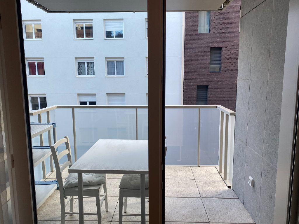 Appartement à louer 3 60m2 à Paris 18 vignette-4