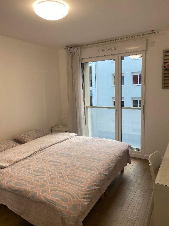 Appartement à louer 3 60m2 à Paris 18 vignette-5