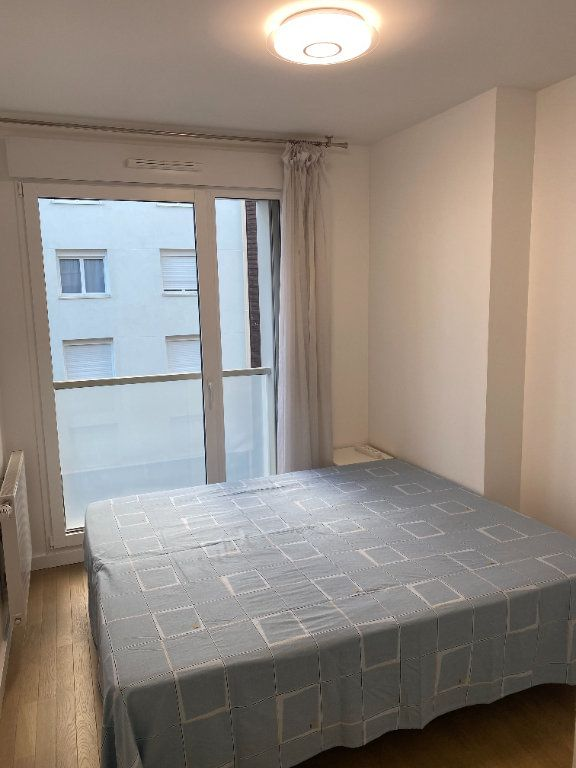 Appartement à louer 3 60m2 à Paris 18 vignette-7