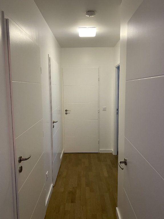 Appartement à louer 3 60m2 à Paris 18 vignette-9