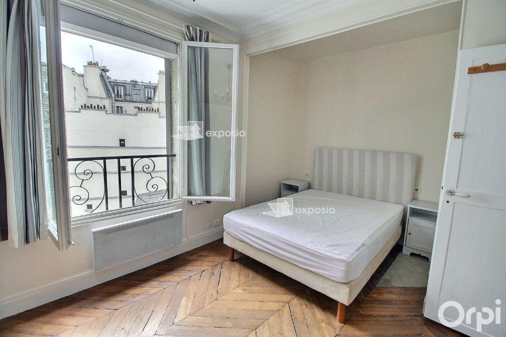 Appartement à louer 3 68.23m2 à Paris 17 vignette-3