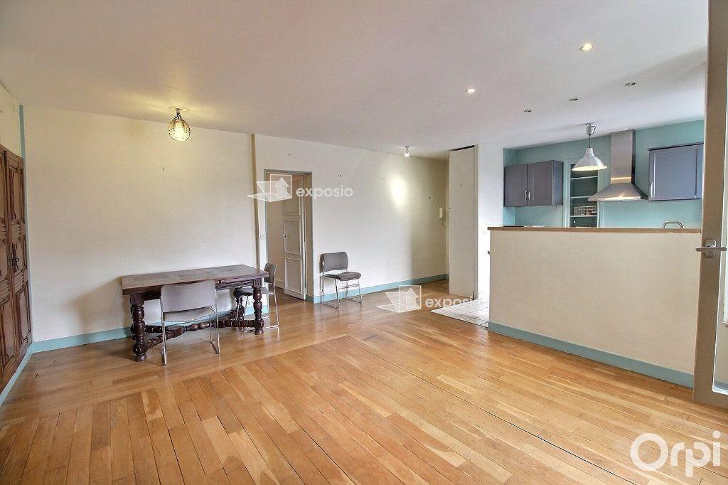 Appartement à louer 3 68.23m2 à Paris 17 vignette-6