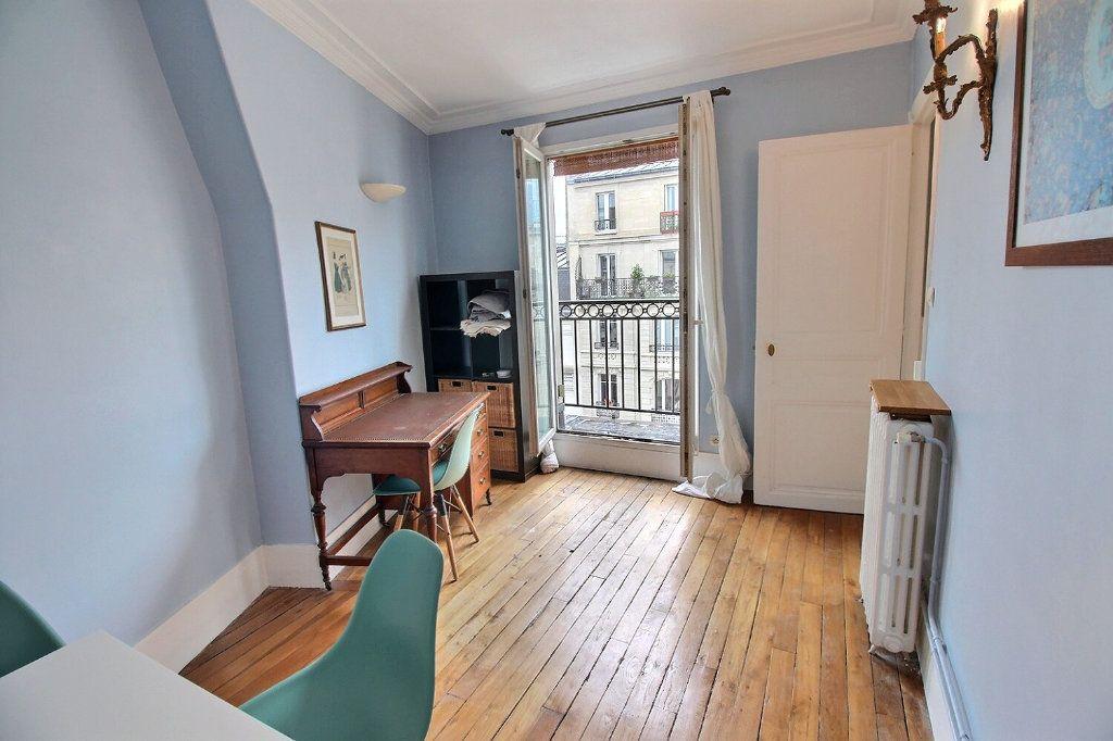 Appartement à louer 3 45.82m2 à Paris 17 vignette-2
