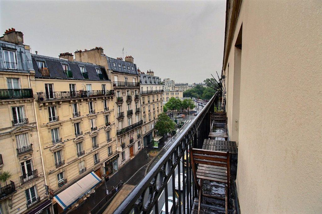 Appartement à louer 3 45.82m2 à Paris 17 vignette-3