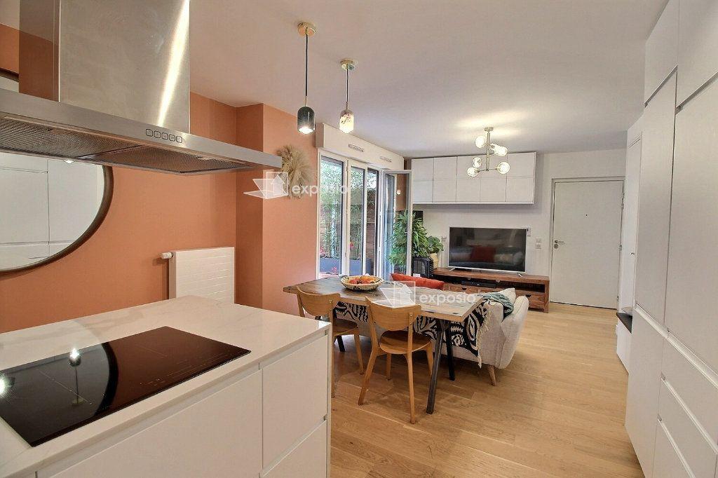 Appartement à louer 3 63.08m2 à Clichy vignette-3