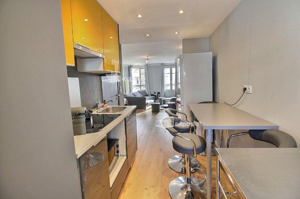 Appartement à louer 1 32.6m2 à Paris 17 vignette-2