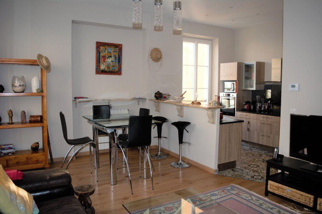 Appartement à louer 3 64.24m2 à Nice vignette-1