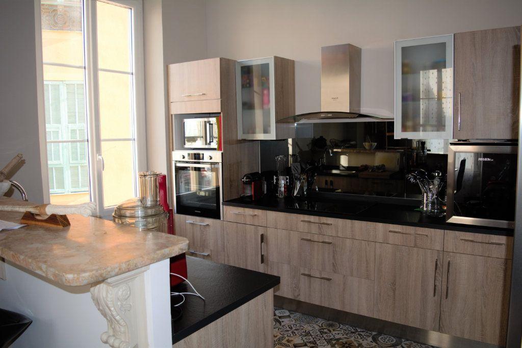 Appartement à louer 3 64.24m2 à Nice vignette-2