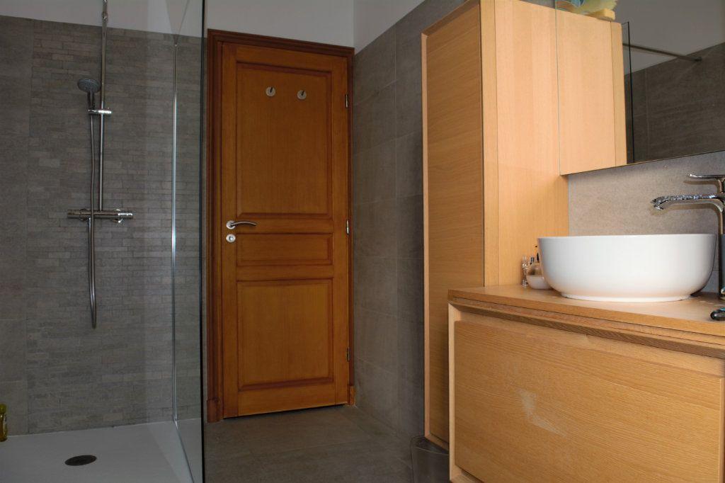 Appartement à louer 3 64.24m2 à Nice vignette-3