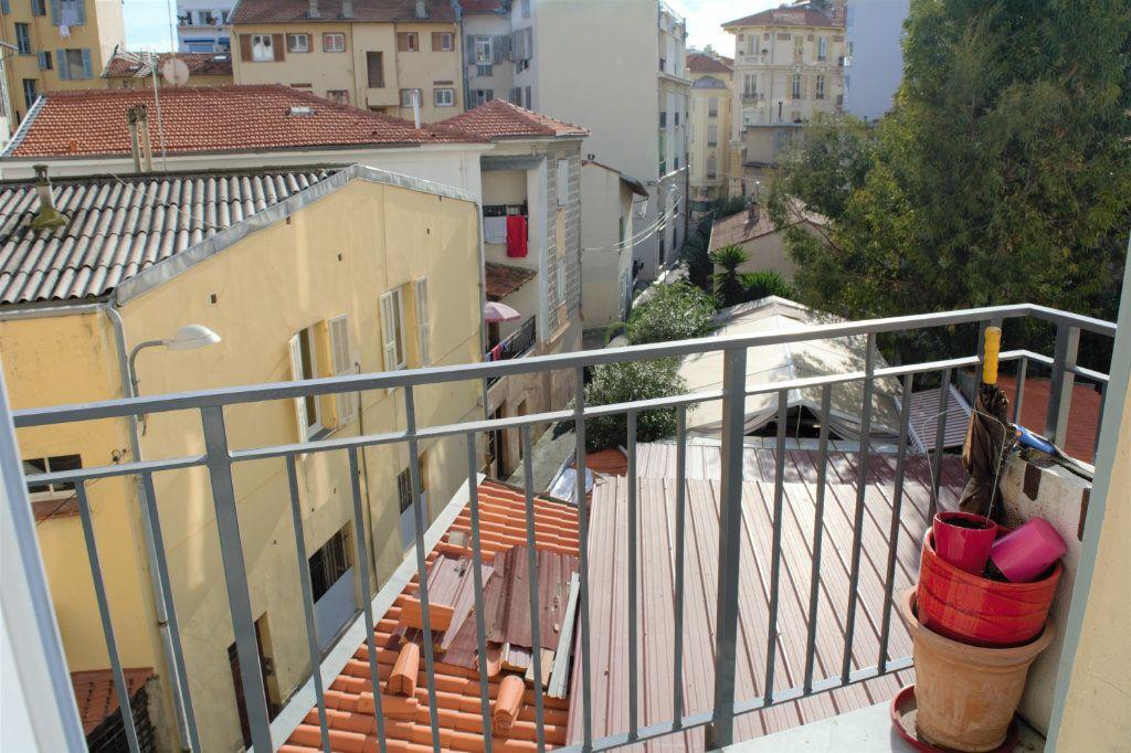 Appartement à louer 3 64.24m2 à Nice vignette-5
