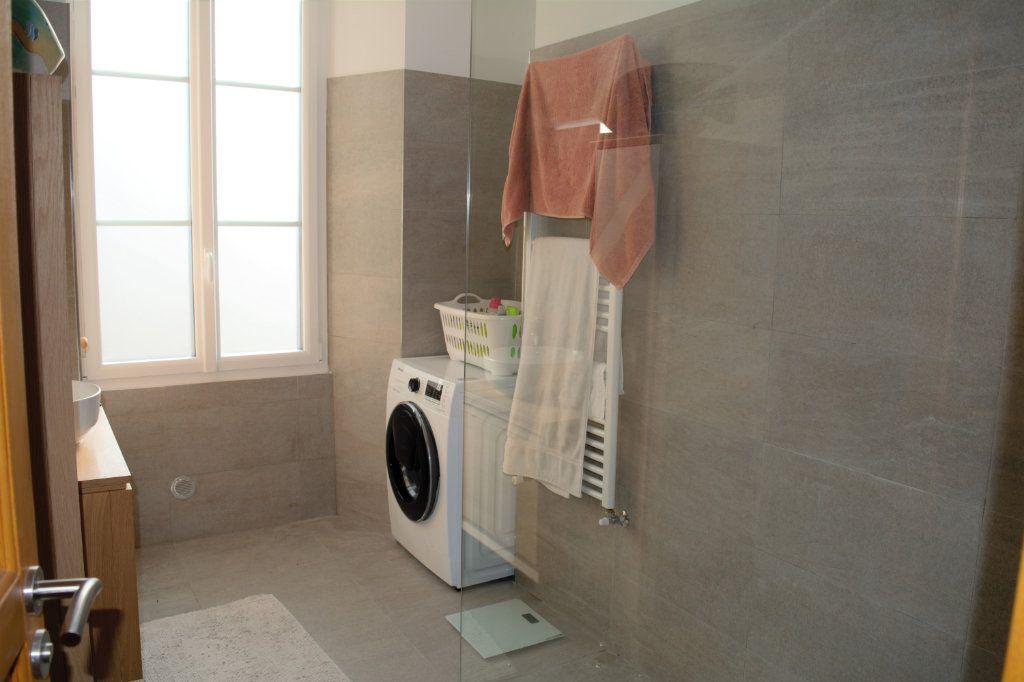 Appartement à louer 3 64.24m2 à Nice vignette-6