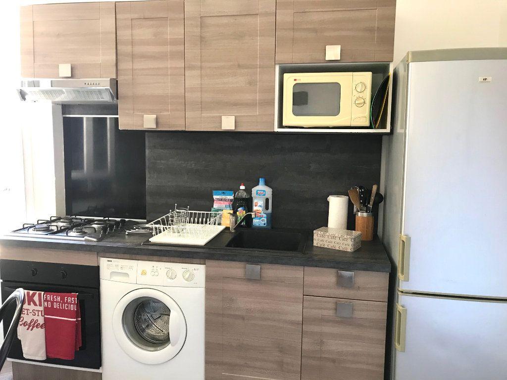 Appartement à louer 2 33m2 à Nice vignette-2