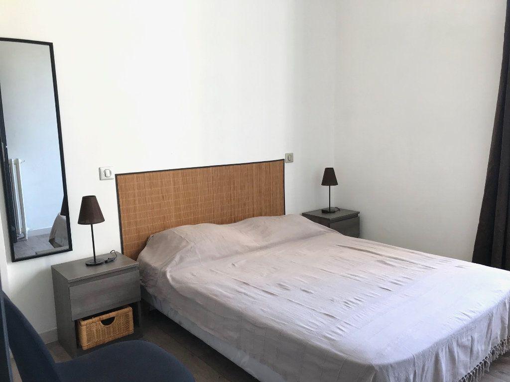 Appartement à louer 2 33m2 à Nice vignette-4