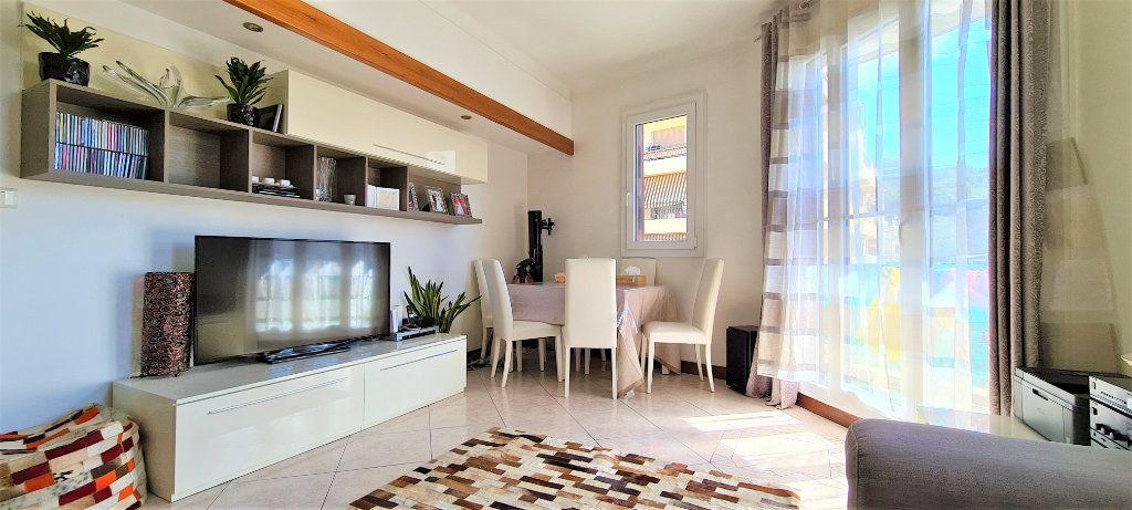 Appartement à vendre 3 70m2 à Nice vignette-3