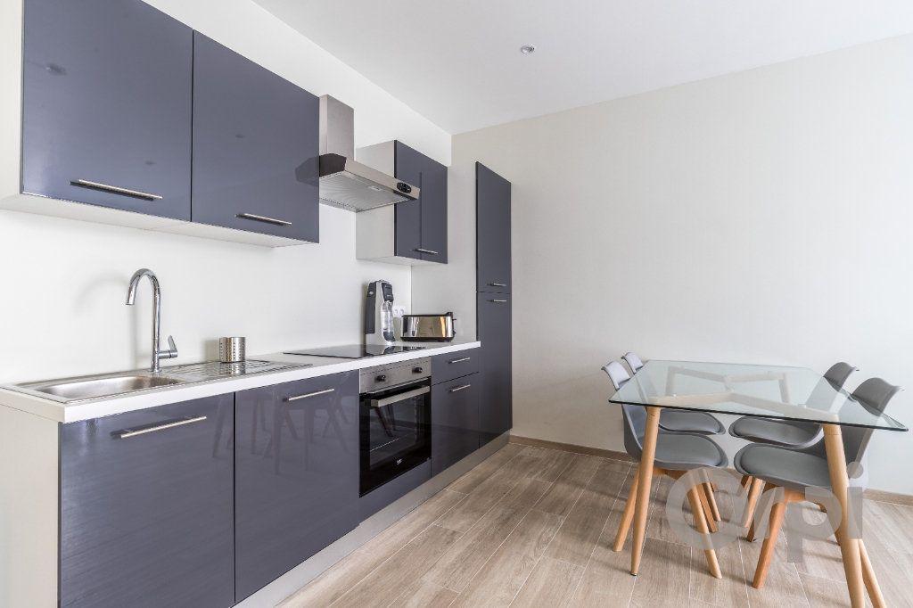 Appartement à louer 3 60.12m2 à Nice vignette-2