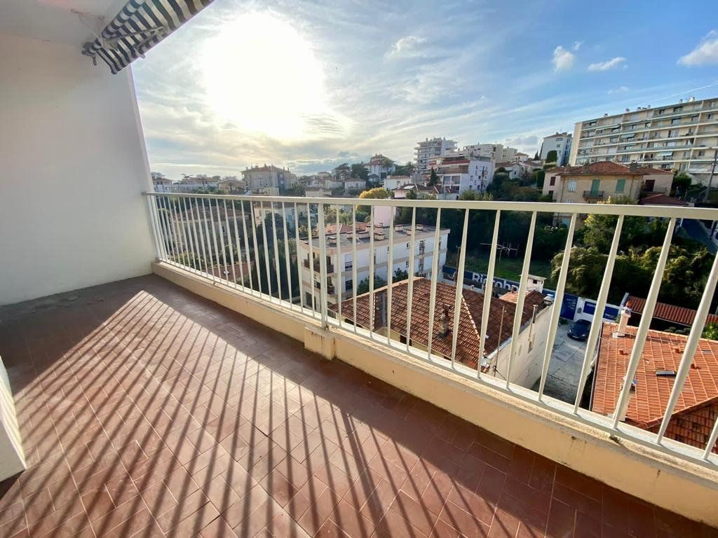 Appartement à vendre 3 70m2 à Cannes vignette-2
