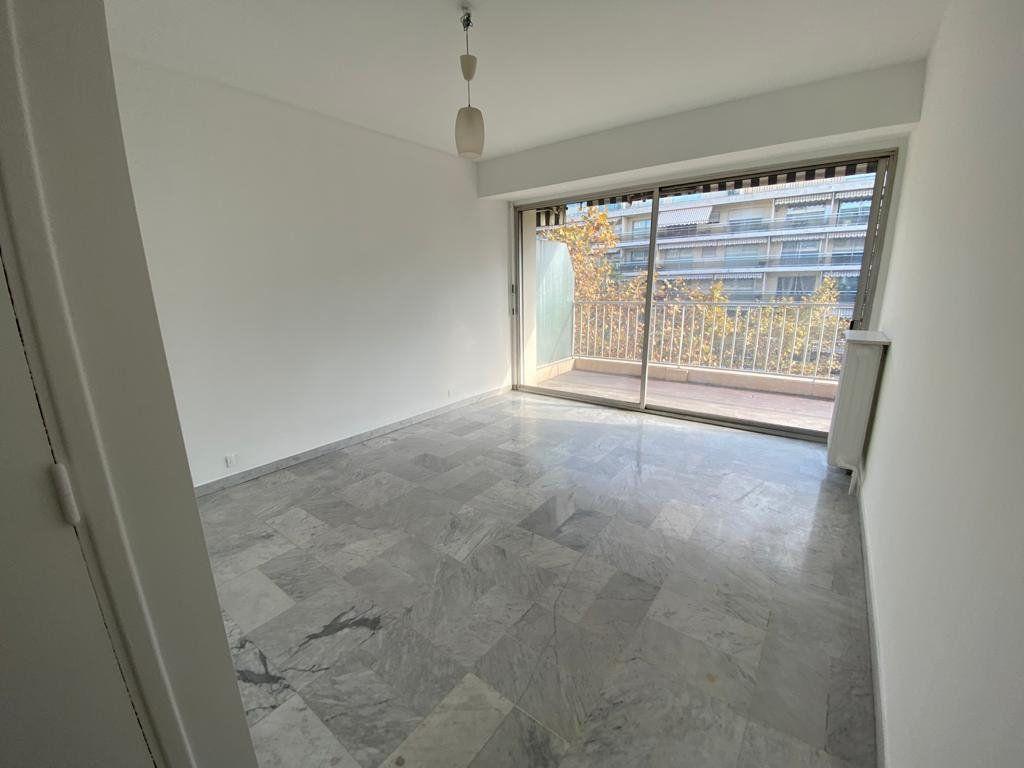 Appartement à vendre 3 70m2 à Cannes vignette-4