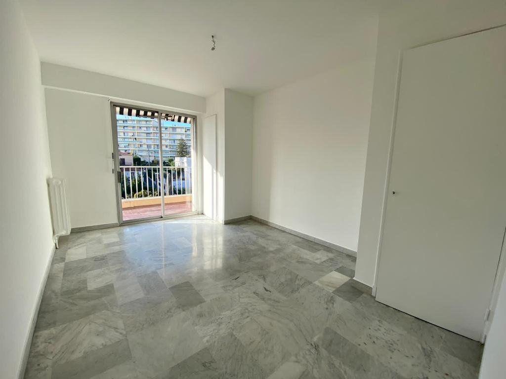Appartement à vendre 3 70m2 à Cannes vignette-7