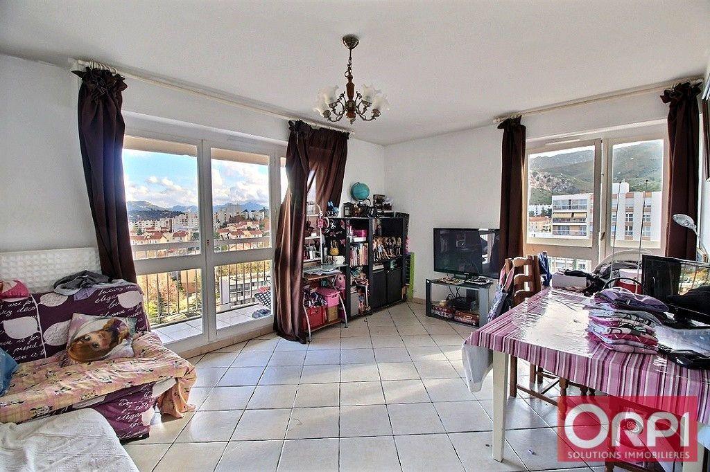 Appartement à vendre 3 61m2 à Marseille 10 vignette-1