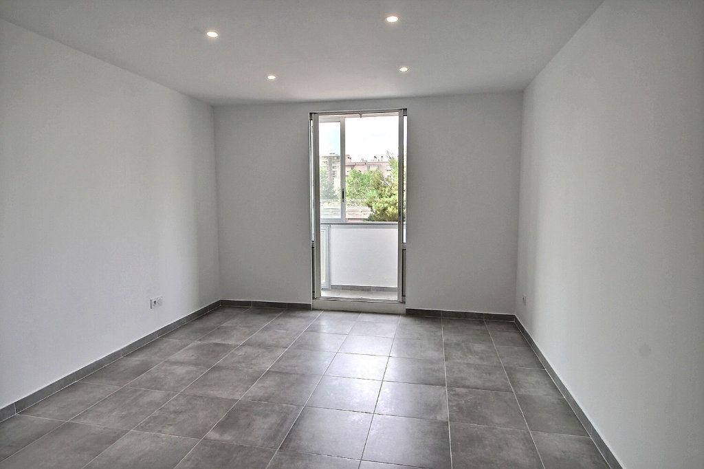 Appartement à vendre 4 67m2 à Marseille 9 vignette-1
