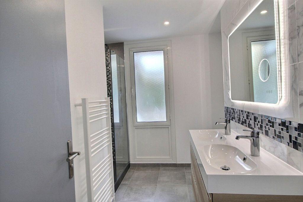 Appartement à vendre 4 67m2 à Marseille 9 vignette-4