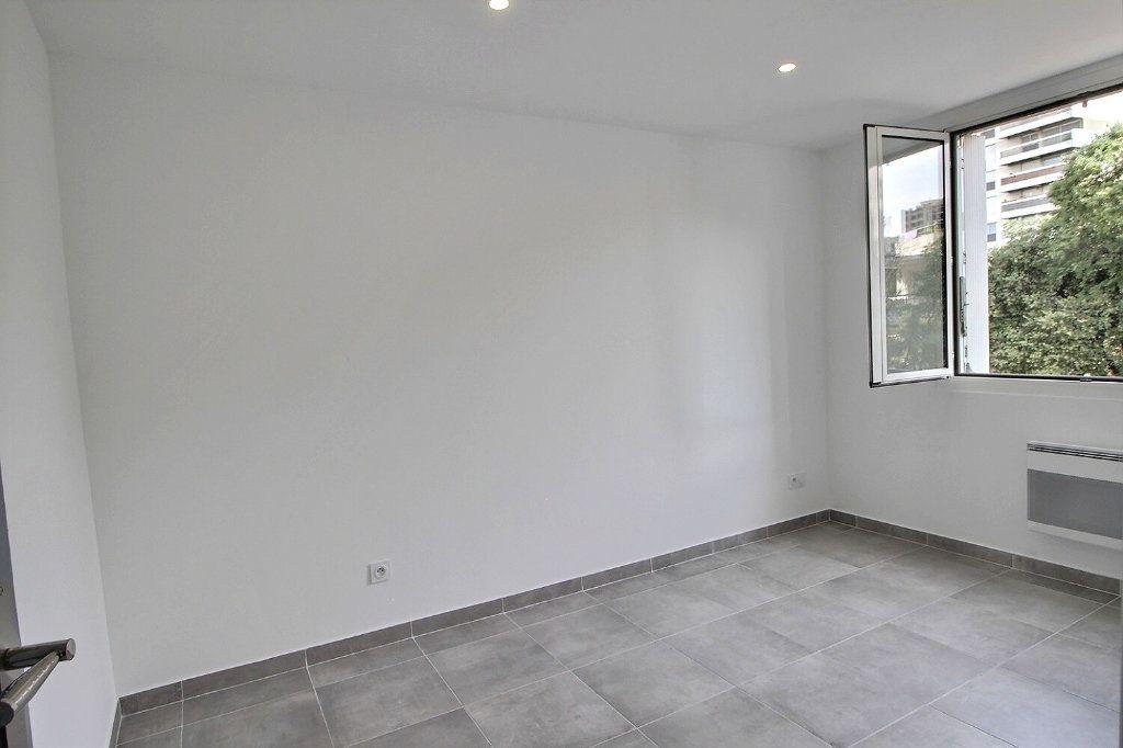 Appartement à vendre 4 67m2 à Marseille 9 vignette-5