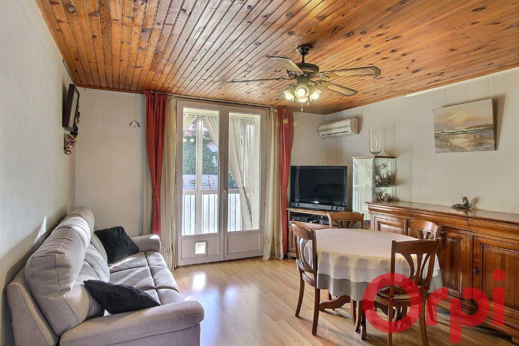 Appartement à vendre 4 70m2 à Marseille 11 vignette-2