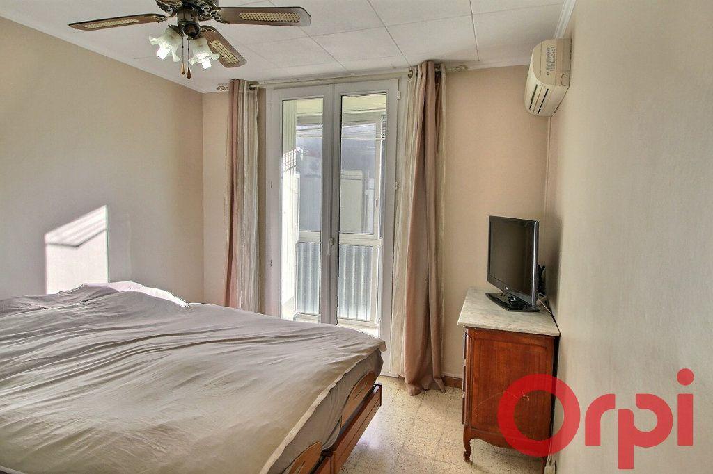 Appartement à vendre 4 70m2 à Marseille 11 vignette-4
