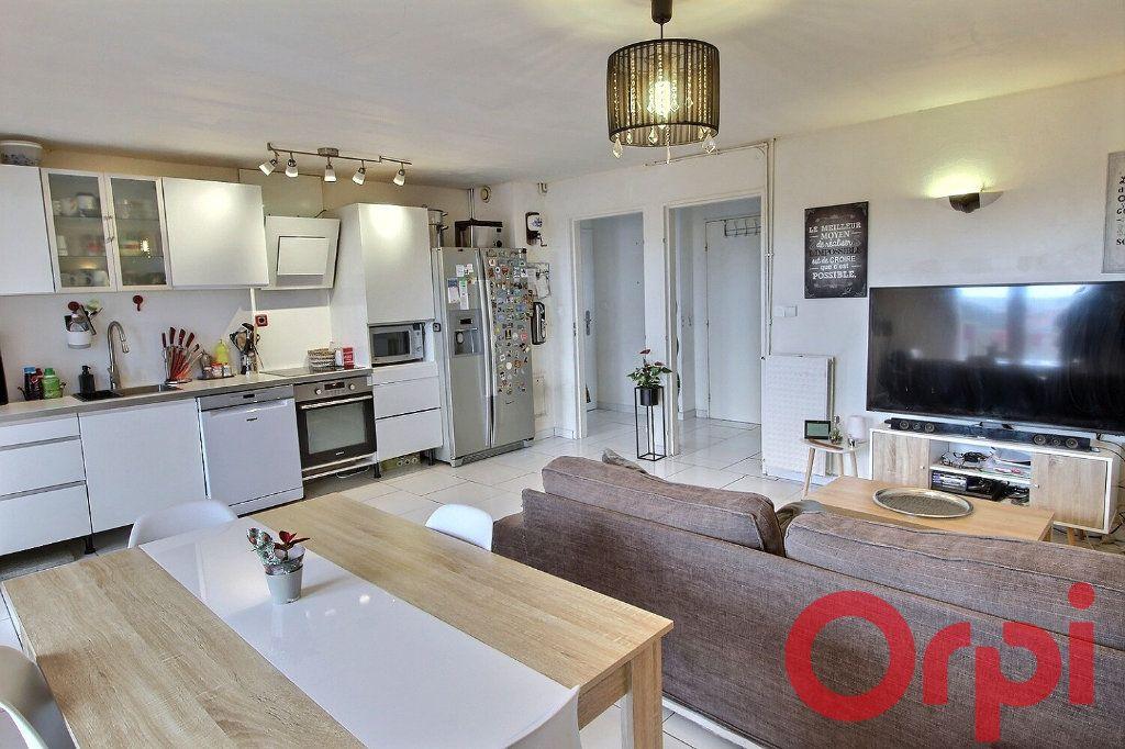 Appartement à vendre 3 63m2 à Marseille 11 vignette-2