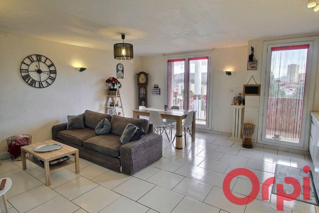 Appartement à vendre 3 63m2 à Marseille 11 vignette-3